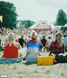 Descubre la función de Adopta para ligar en festivales